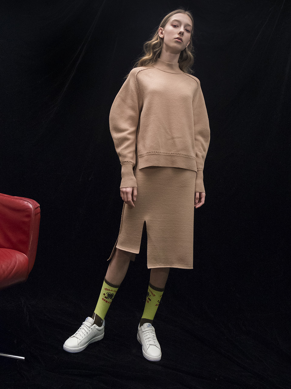 M7WT04A [Structural Sleeve Ribbed Pullover] BEIGE