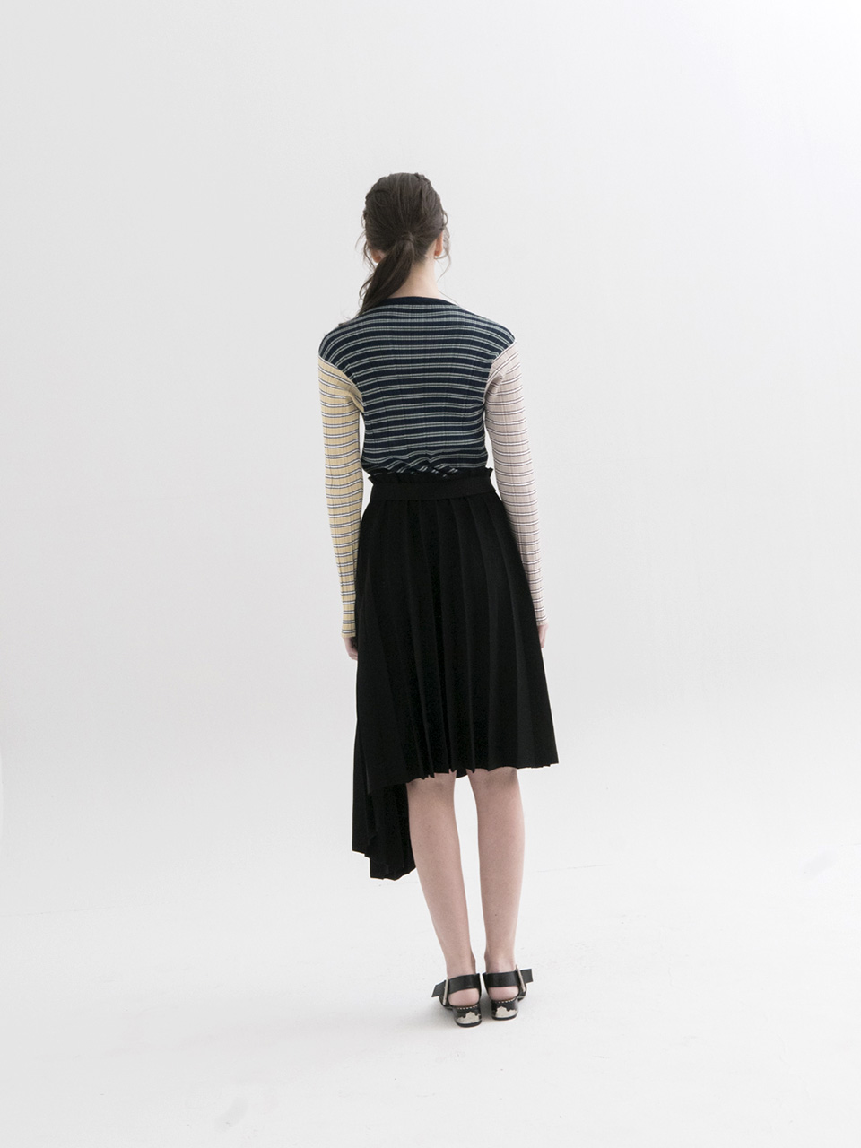 Asymmetrical Pleated Knit Skirt]