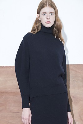 M8FT08ASHAPED SLEEVE pullover